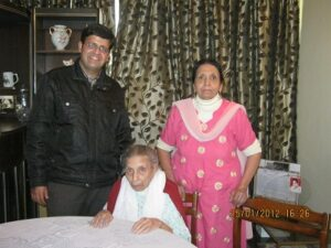 Shamshad ji and her daughter Usha ji with Gajendra Khanna